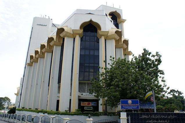 ipoh muslim It takes 25 minutes by car from the hotel to sultan azlan shah airport and 15 minutes to ipoh  눇they provide sejadah for muslim stayed in june 2018 reviewed.