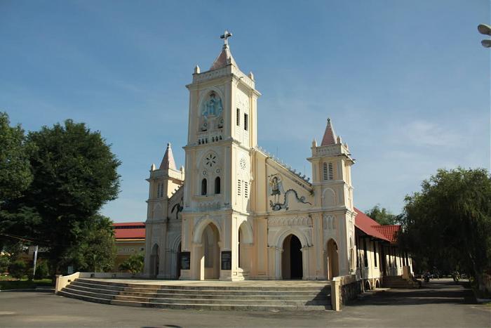 nhà thờ tân hương kon tum