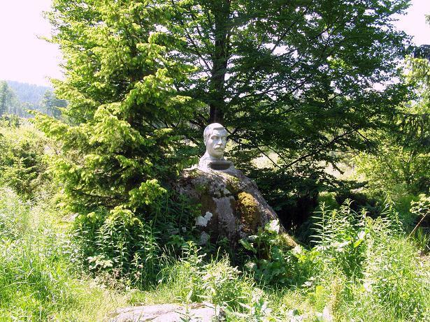 Бюст-Паметник на Пею Яворов в местността Офелиите