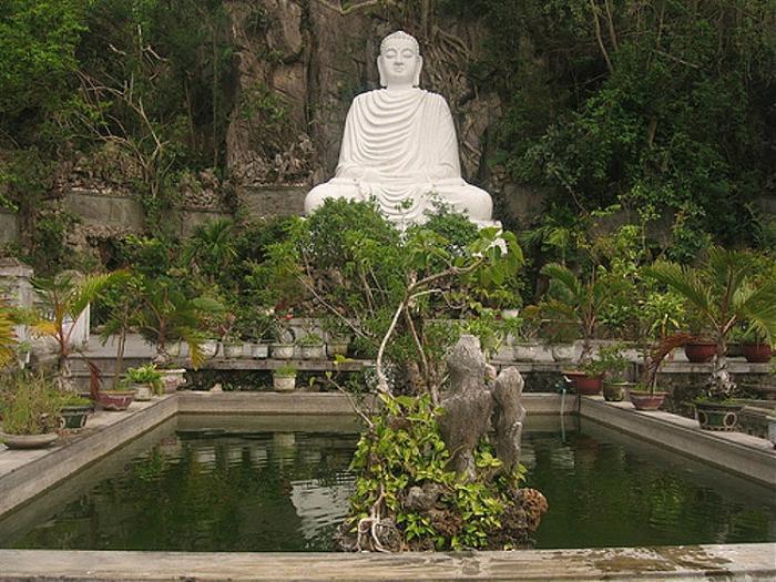 Những ngôi chùa linh thiên ở Ngũ Hành Sơn.