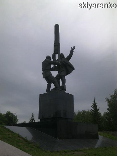 Памятник нефтяникам памятник