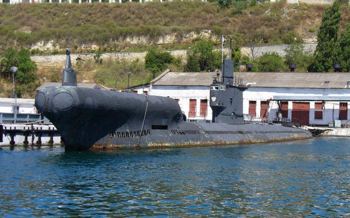 Подводная лодка С-49: http://wikimapia.org/20486626/ru/%D0%9F%D0%BE%D0%B4%D0%B2%D0%BE%D0%B4%D0%BD%D0%B0%D1%8F-%D0%BB%D0%BE%D0%B4%D0%BA%D0%B0-%D0%A1-49