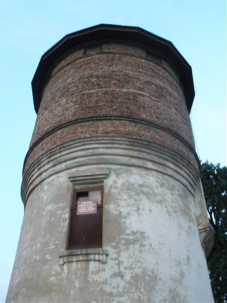 Водонапорная башня с артскважиной