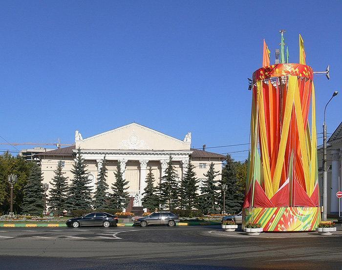 Как проехать.  Здание ДК выходит фасадом на площадь перед Администрацией района.  Адрес: г.Видное, Клубный пер., д.1.