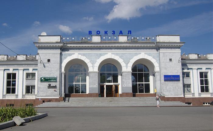 Поезда останавливаются в городах , орел, курск, белгород, первомайск, стаханов, макеевка, изюм и других