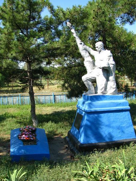 Мемориал погибшим воинам братская