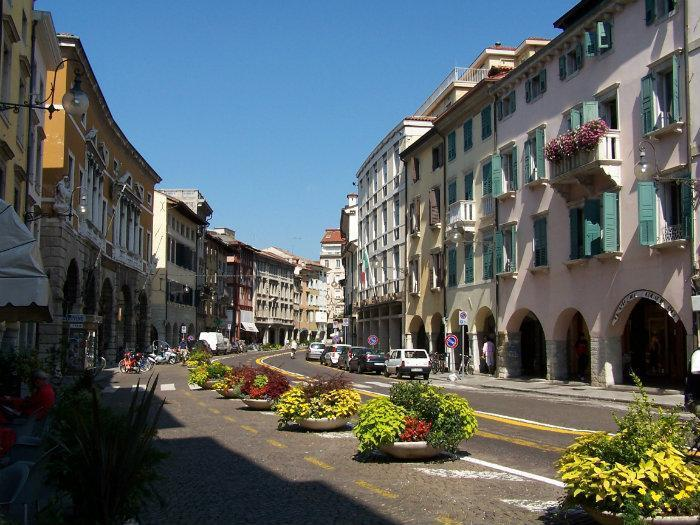 Udine english for Casa moderna udine
