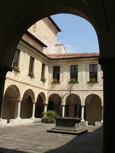 Convento della ss annunciata di rovato for Interno a un convento