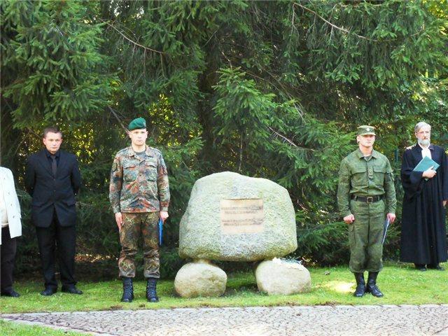 Советское воинское кладбище в городе Лебус http://wikimapia.org/21733456/ru/Советское-воинское-захоронение - Останки сорока красноармейцев будут захоронены в Германии | Военно-исторический портал Warspot.ru