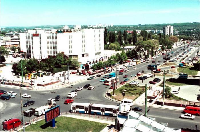 Проезд в/из аэропорт Кишинева: маршрутка 165, такси