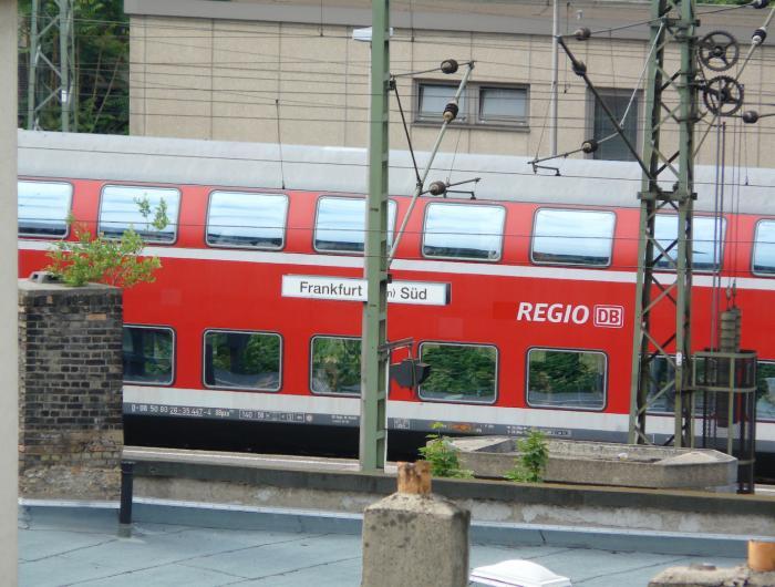 egyetlen párt frankfurt south station