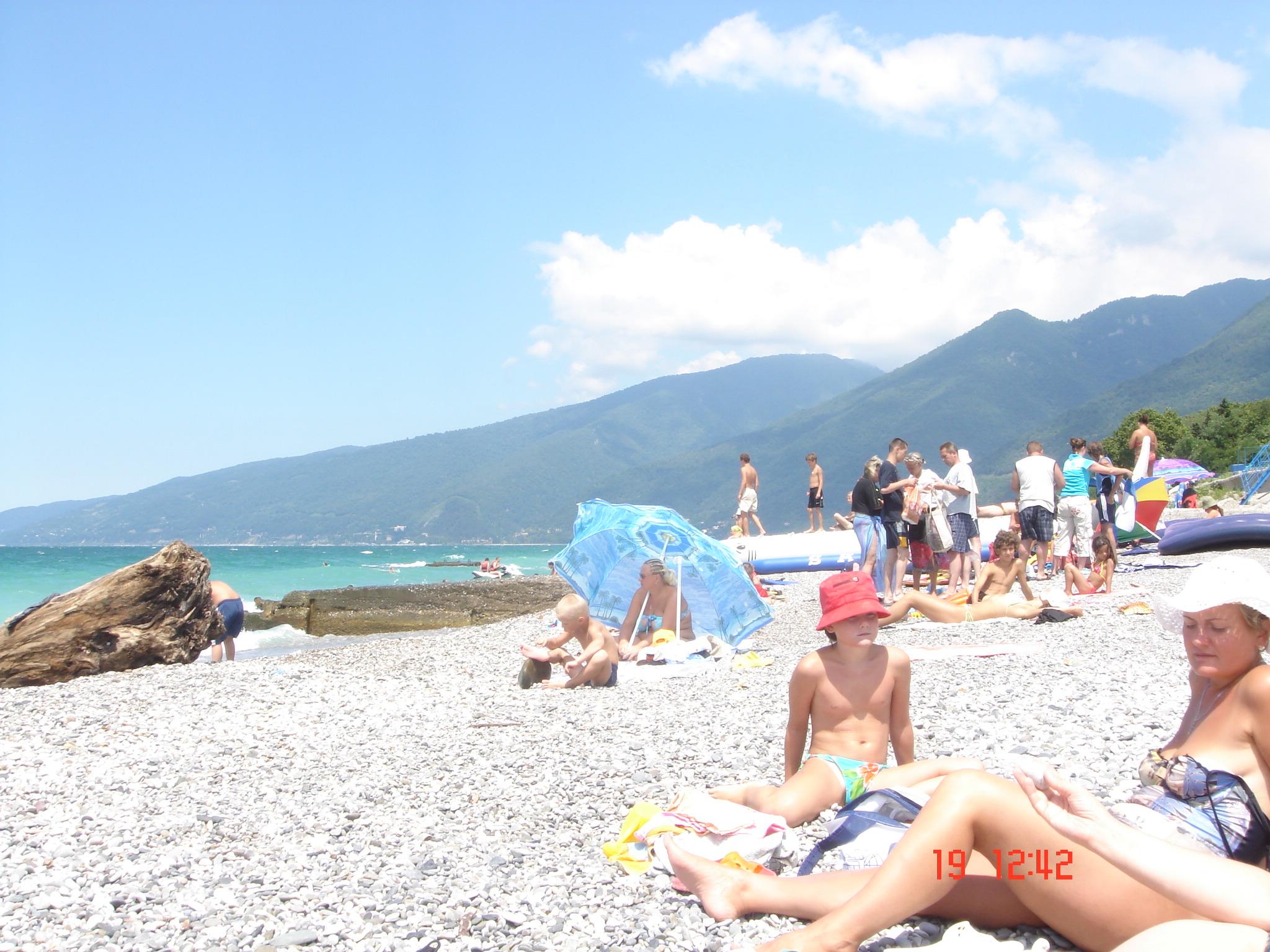 Медицинский женский пляж в гаграх фото