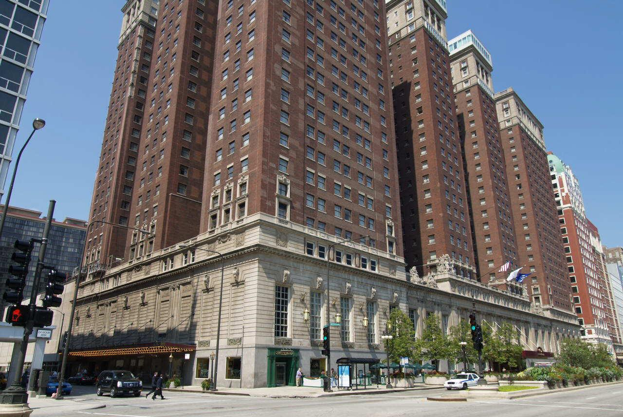 Hilton chicago hotel chicago illinois for Suites in chicago