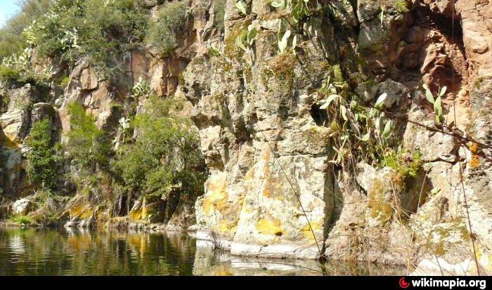 Cascata e laghetto di moronzanos english for Cascata laghetto