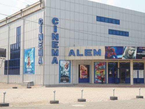 """Кинотеатр """"Cinema Alem"""" - Кокшетау: http://wikimapia.org/7892710/ru/%D0%9A%D0%B8%D0%BD%D0%BE%D1%82%D0%B5%D0%B0%D1%82%D1%80-Cinema-Alem"""