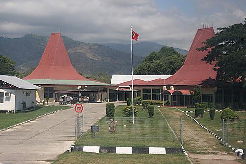 Aeroporto Comoro : Aeroporto nicolau lobato díli