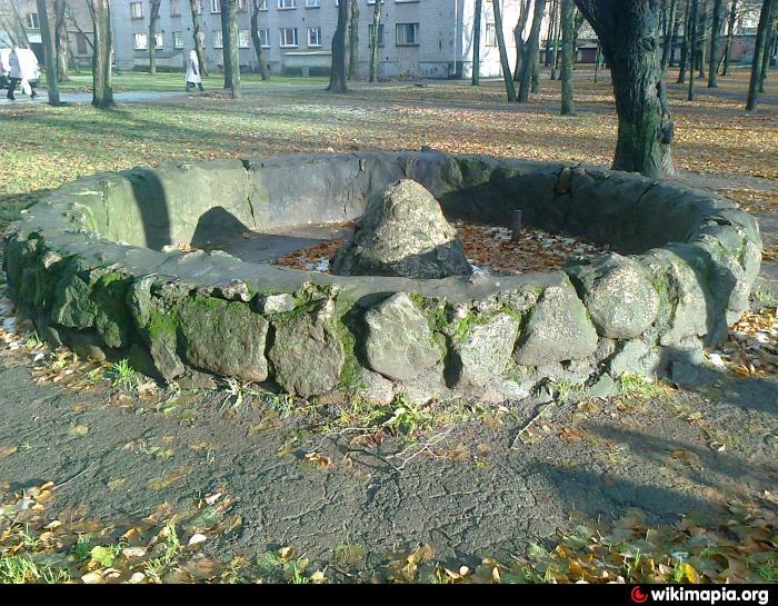 Заброшенный фонтан на детской площадке (Кереса-Таллинское ш.)
