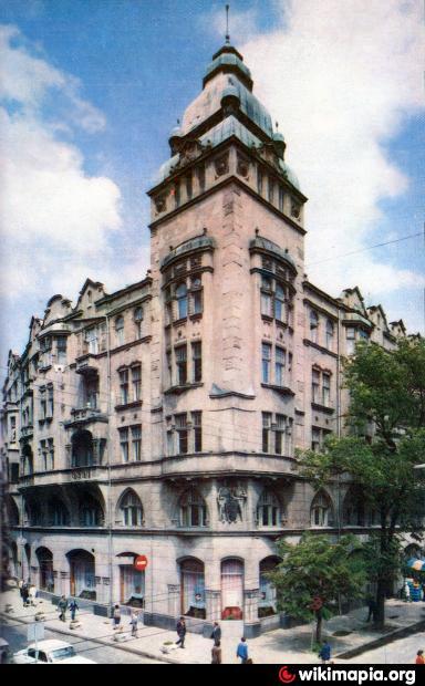 Львов, ул сечевых стрельцов, 2 скульптуры арки дома / lviv