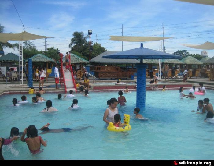 Cecile 39 S Swimming Pool Las Pi As