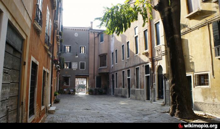 corte del duca sforza - venice   courtyard