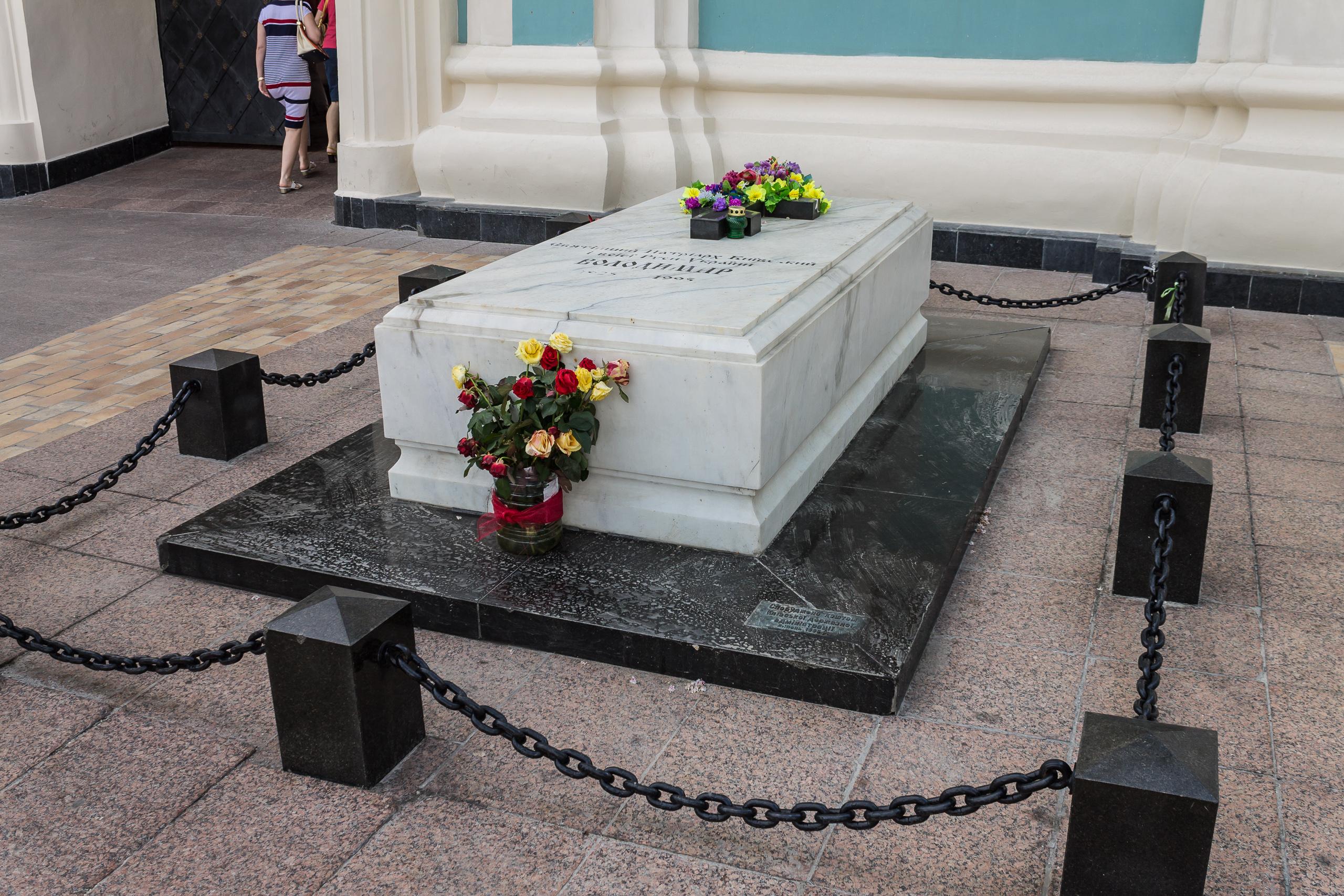 Картинки по запросу патріарха володимира романюка могила