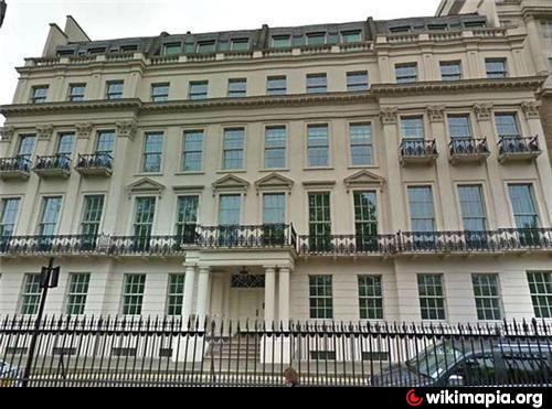 2 8a Rutland Gate London