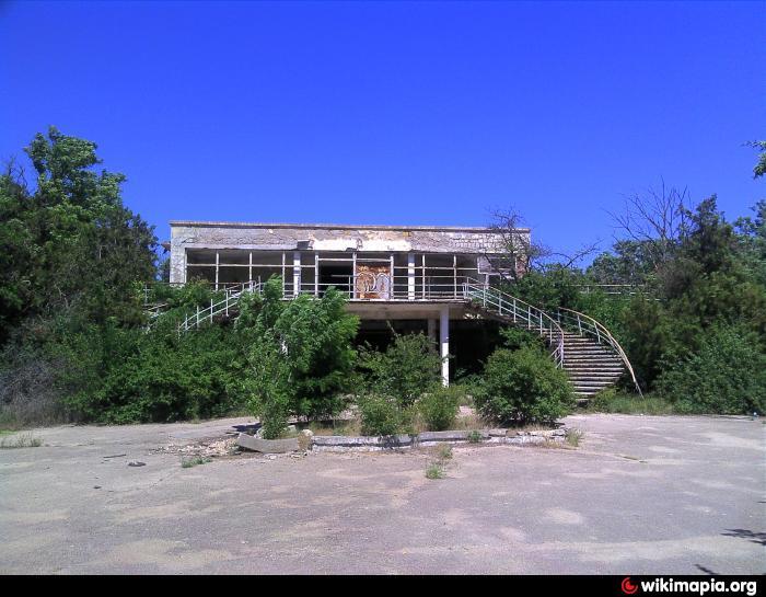 Евпатория поселок маяк бывший пионерский лагерь