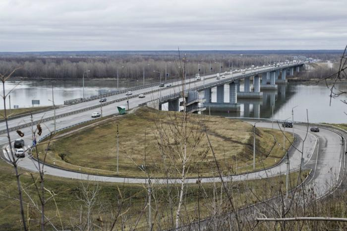 ... мост через реку Обь - Барнаул: wikimapia.org/6568886/ru/АвтодорожнÑ...