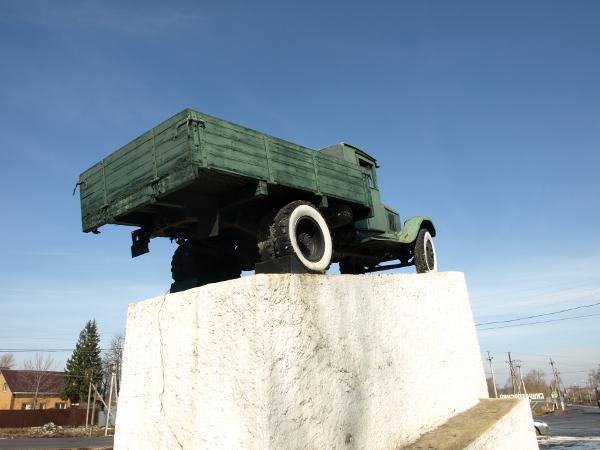 Памятник воинам автомобилистам тула памятники на кладбище новомиргород