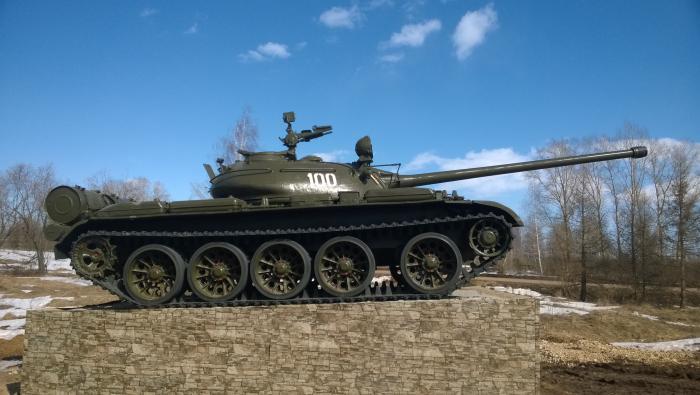 Памятник танкистам. Т-54 образца 1949 года (Т-54-2). Видно ...
