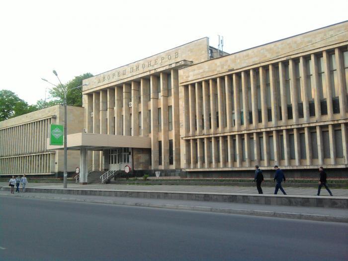 Дворец пионеров - это дом (дворец) культуры, что находится на улице ул. Лен