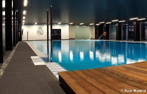 Residencia e instalaciones 1er equipo real madrid ciudad for Gimnasio piscina madrid