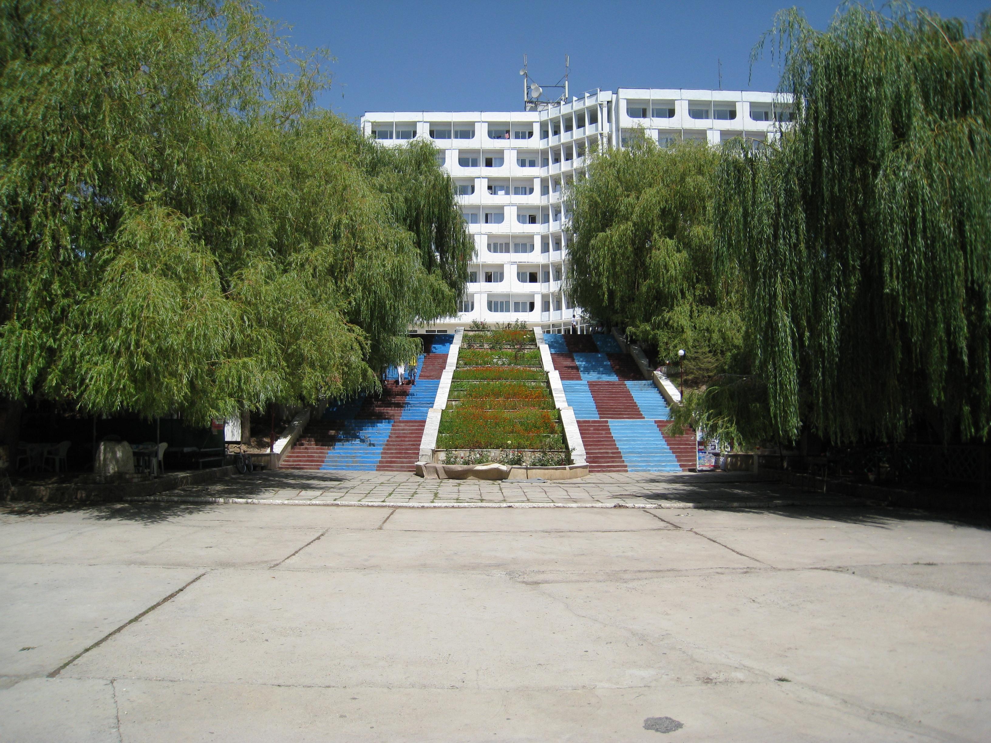 http://photos.wikimapia.org/p/00/04/32/31/68_full.jpg