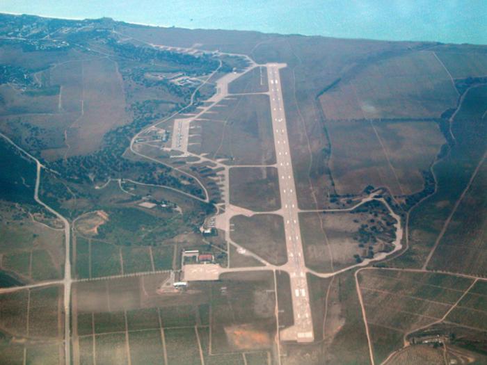 Russian soldiers occupy Sevastopol airport in Crimea – Fire Andrea ...