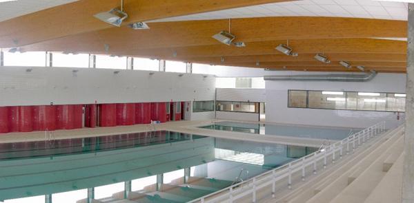 Centro deportivo municipal poniente teresa alc ntara ruiz for Piscina cubierta linares
