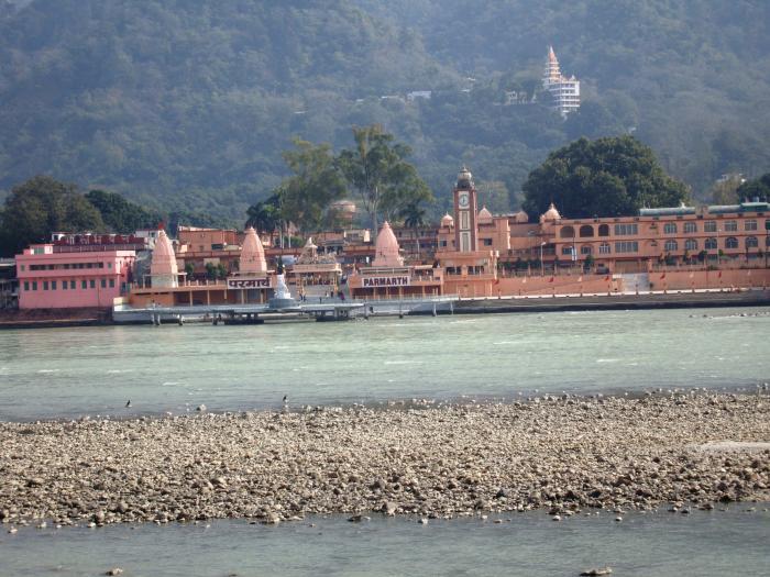Parmarth Niketan Ashram Ganga Aarti Ghat - Rishikesh   700 x 525 jpeg 71kB