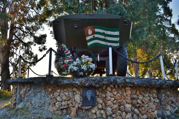 Памятник танк в абхазии