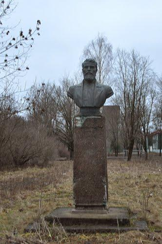 Памятник Василию Герасимову.