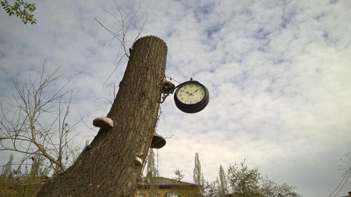 Уличные часы в России Купить уличные часы