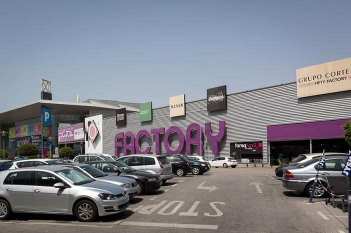 Factory outlet m laga english for Factory muebles malaga