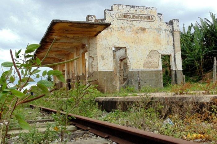 Resultado de imagem para Estações abandonadas de Alagoas fotos