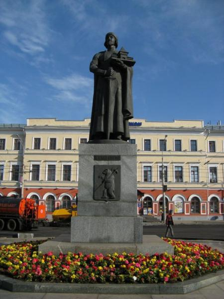 Памятник ярославу мудрому ярославль гранитные памятники каталог цена иркутск