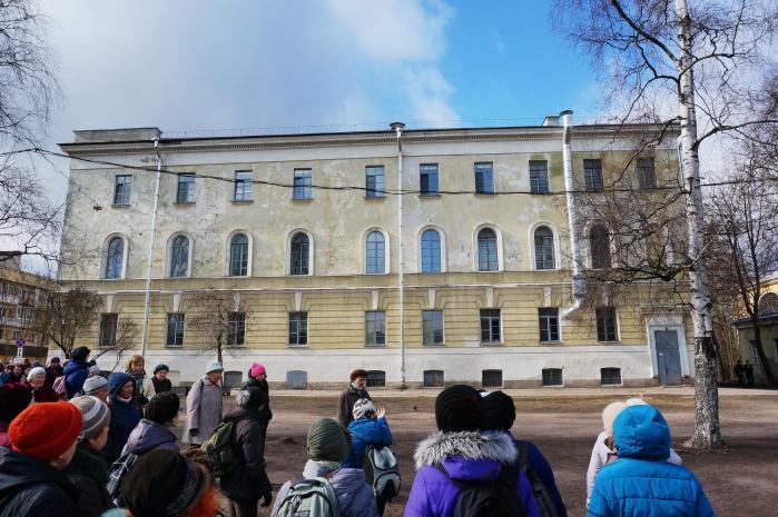 Первоначально финансирование кадетских корпусов и девичьих институтов осуществлялось правительством юга россии, а с лета 1920 г начала возрастать денежная помощь правительства ксхс, осуществляемая
