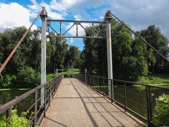Подвесной мост через реку 200