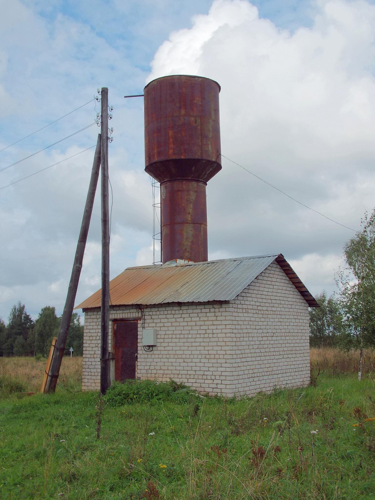 Летом вода из водонапорной башни с запахом сероводорода