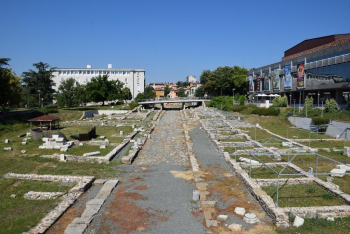 Glavnata Antichna Ulica Dekumanus Maksimus Na Avgusta Trayana