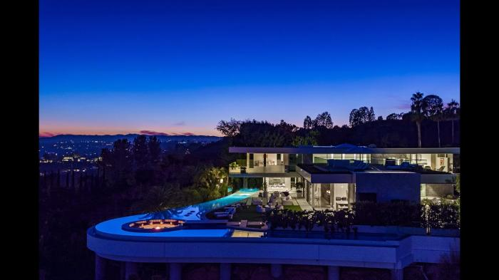 9272 Robin Drive Los Angeles California