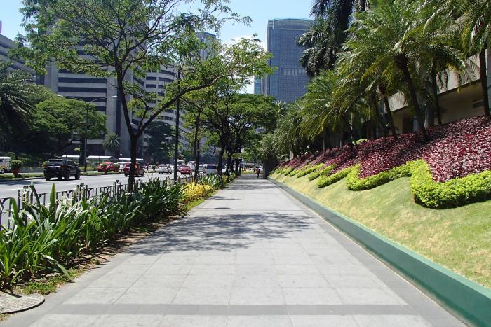 Ayala avenue makati - Bank of the philippine islands head office ...