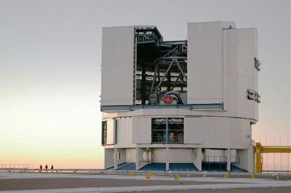 パラナル天文台 | 観測施設, 天...