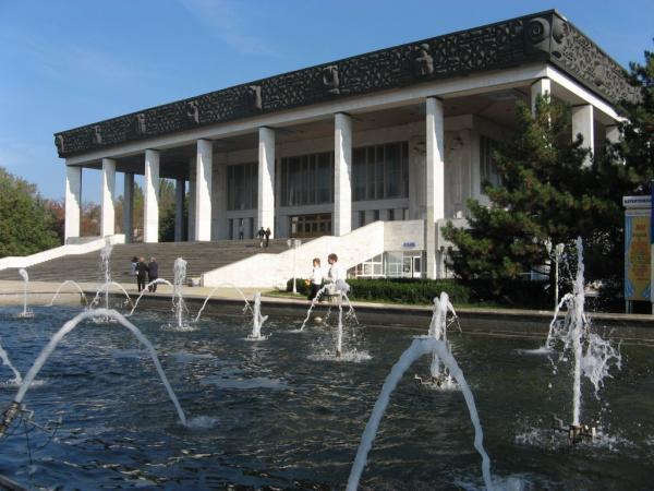 Театр оперы и балета был оставлен на произвол судьбы